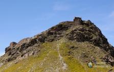 L'osservatorio del forte visto dal sentiero.