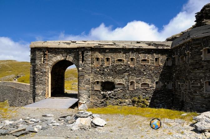 L'ingresso principale del fort de la Turra.