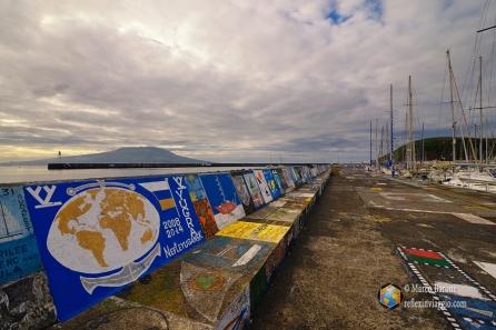 I murales del porto di Horta