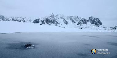 Una pozza congelata nei pressi del lac Long